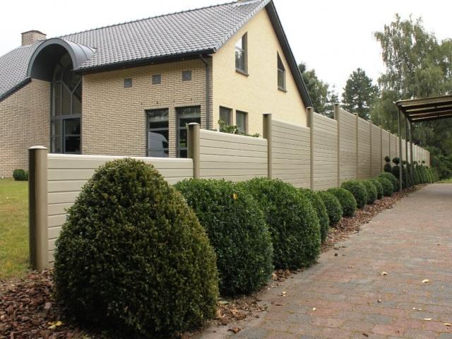 ECOfencing tuinscherm beige kleur in trapvorm