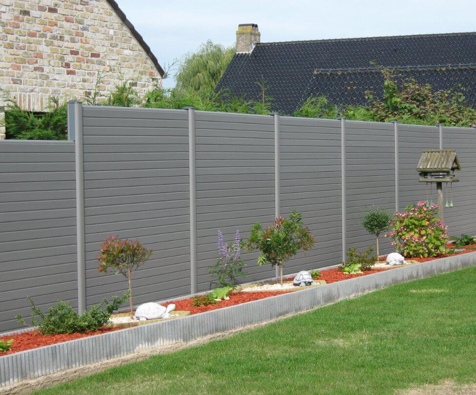 ECOfencing tuinscherm grijs in trapvorm geplaatst