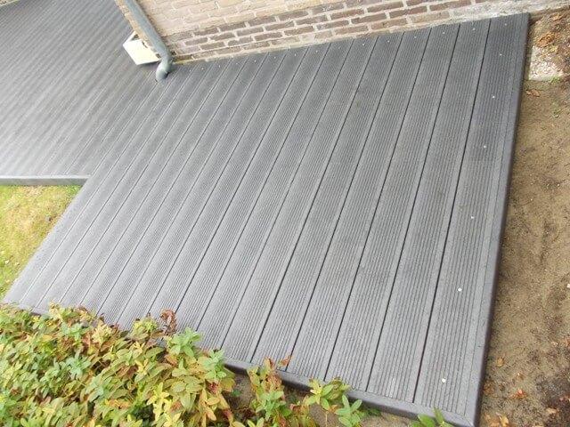 Govadeck kunststof terras afgewerkt met bijhorende plinten