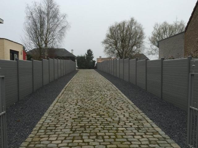 ECOfencing tuinscherm grijs langs beide kanten van oprit