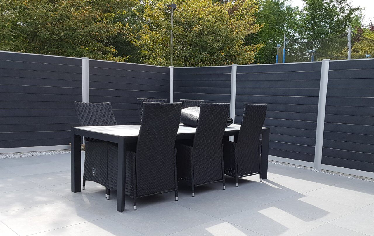 Govawall tuinscherm rond terras geplaats, 100% privacy
