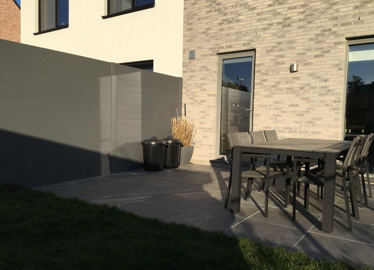 BEAUFOR tuinscherm kan gemaakt worden in dezelfde kleur als het buitenschrijnwerk
